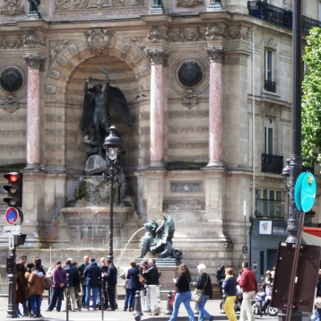 Place st Michel and the fountain ... just around the corner ...