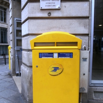 Post box where I put your postcards ! They're in the mail ...